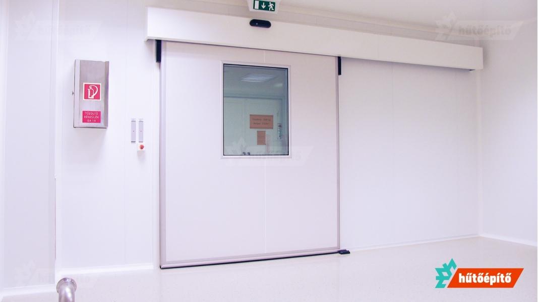 Hűtőépítő KleanLabs tisztatéri tolóajtó ISO14644