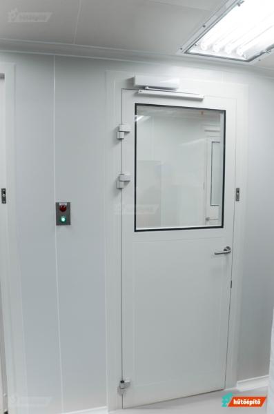 Tisztatéri ajtó