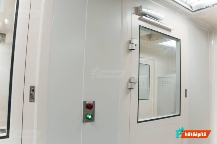 Tisztatéri és laboratóriumi ajtó