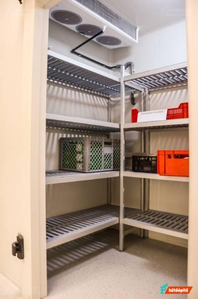 Hűtőkamra polcozás