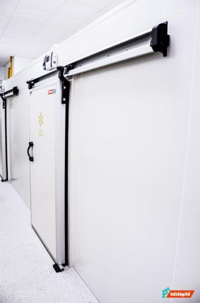 Élelmiszeripari raktár hűtőajtó