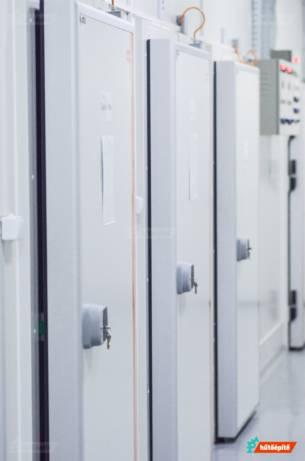 Fűtőkábellel szerelt hűtőkamra ajtók egészségügyi intézmény számára