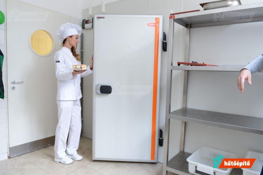 Galvanizált fém panellal borított és RAL9002 fehér színnel porfestett termék