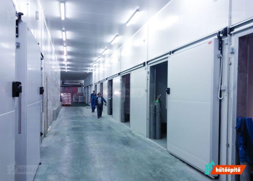 Hűtőtéri tolóajtók beépítése komplex logisztikai folyamatokhoz