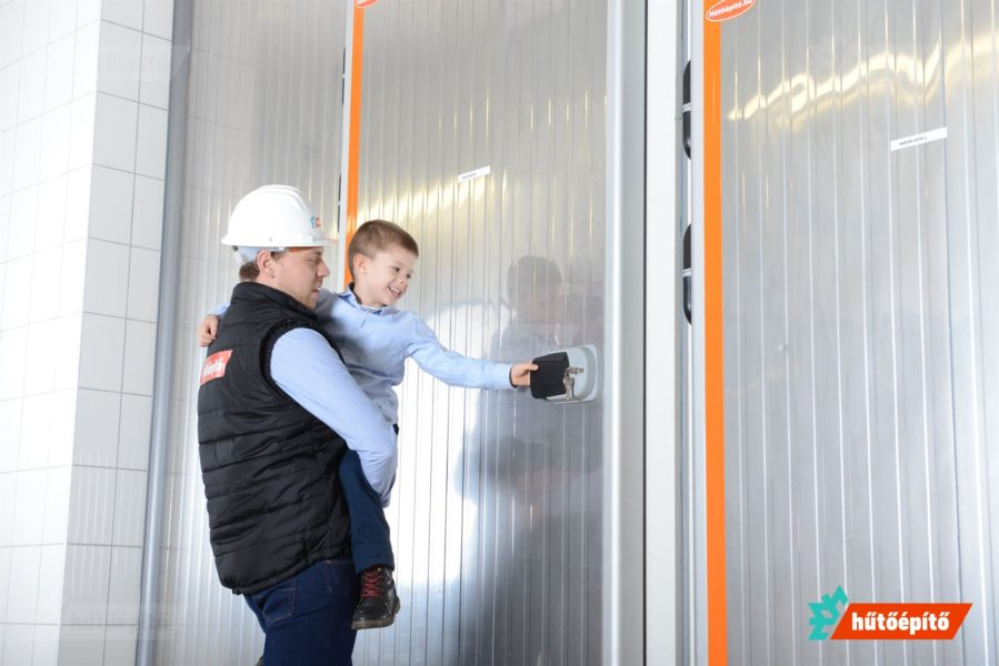 Ipari felhasználásra szánt hűtőkamra ajtóinkat hosszú időre terveztük