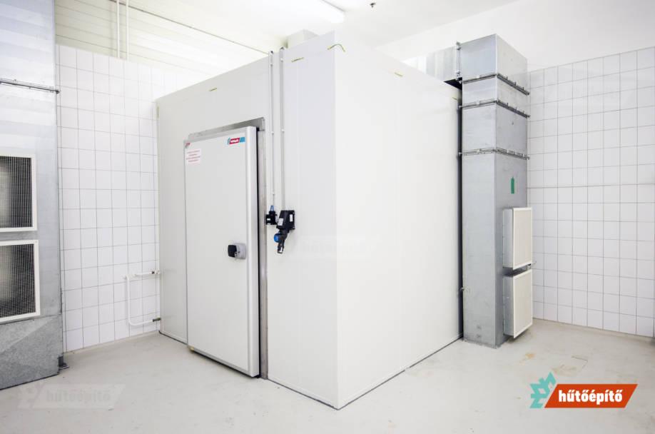 Alapanyag tárolásra szolgáló robbanásbiztos hűtőkamra a Zwack Unicum Zrt.-nek