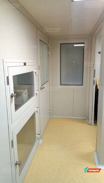 A projekt részeként Kleanlabs Ecobox Combi anyagátadó szekrényeket is beépítettünk