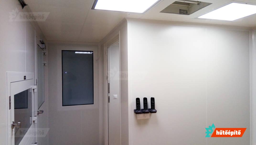 Higiéniás laboratóriumi körülmények a KleanLabs tisztatéri termékekkel.
